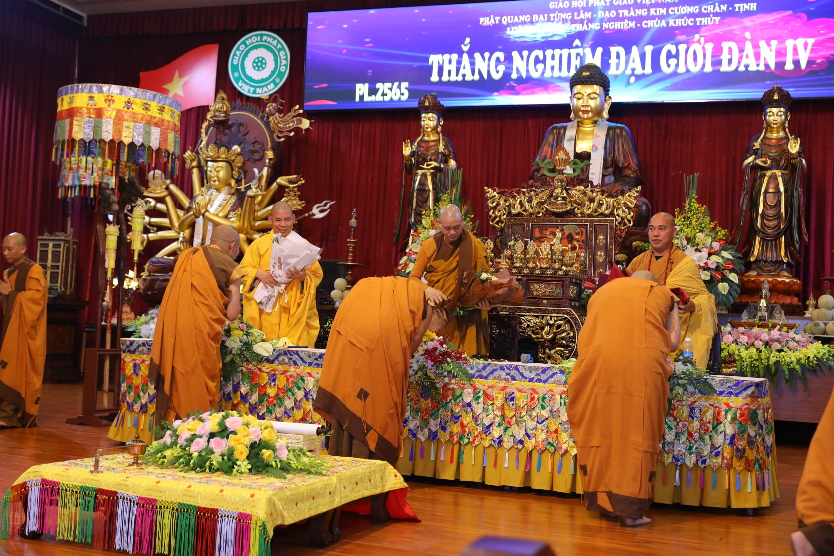 Thang Nghiem Dai Gioi Dan IV (125)