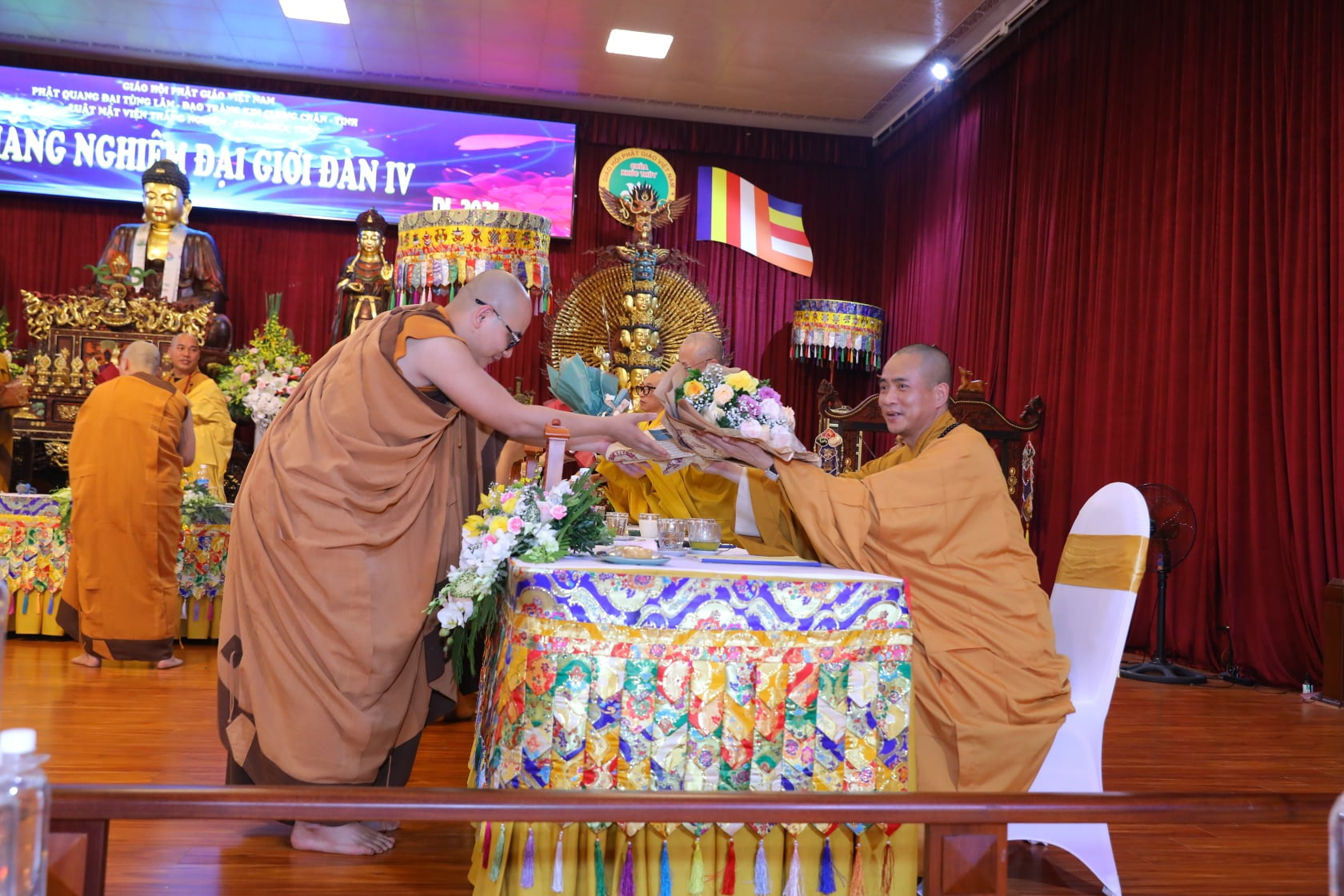 Thang Nghiem Dai Gioi Dan IV (14)